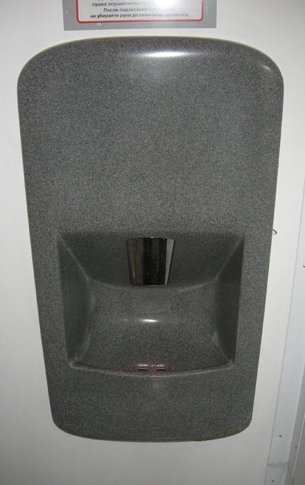 Модульные туалеты в Москве. Система ля мытья рук.