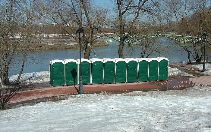 Туалетные кабины в музее-заповеднике Царицино