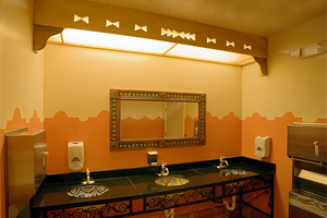 Туалетная кабина в ресторане